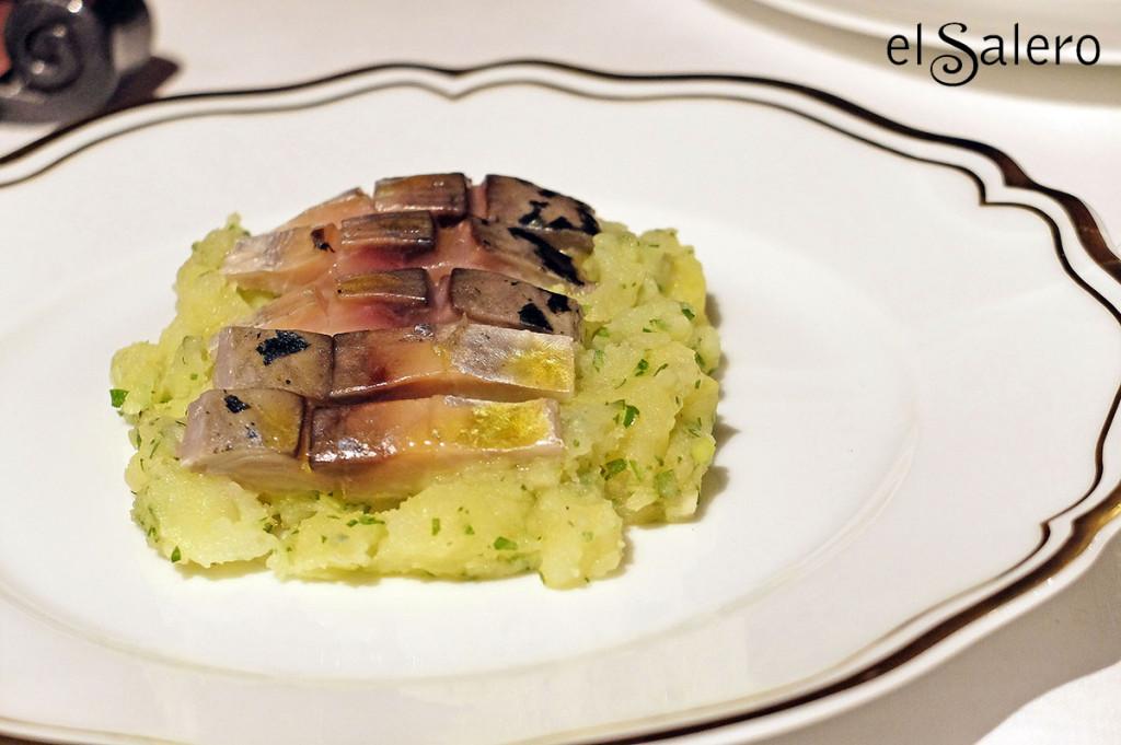 Caballa marinada al Jerez y sus papas aliñás. Restaurante María Luisa, Hotel Mercer Sevilla. Foto: perezventana